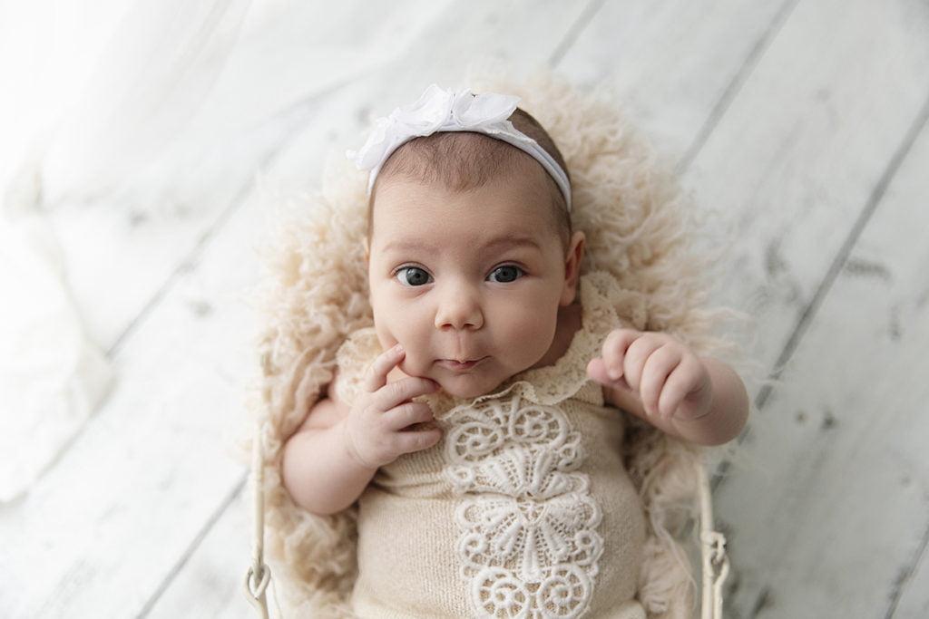 sedinta-foto-bebelus-poze-bebe-fotograf-bucuresti-madalina-vasile